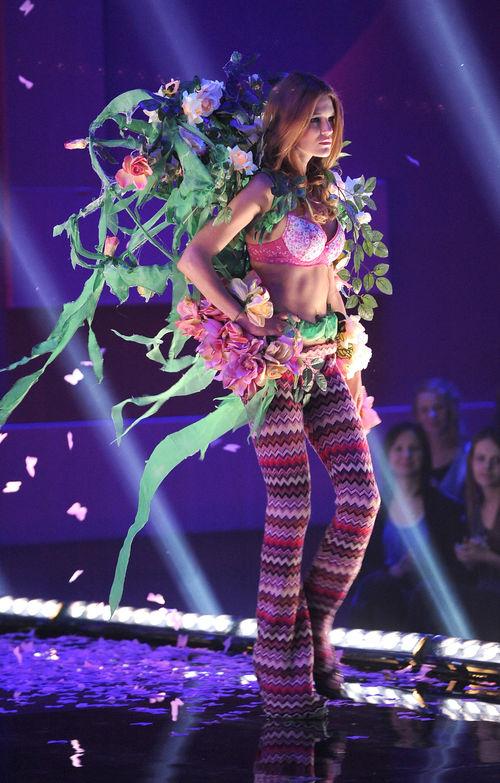 Olga Kaczyńska, Anna Bałon, Vera Suprunenko, Top Model - Vera Suprunenko wzięła udział w sesji zdjęciowej i pokazie mody.